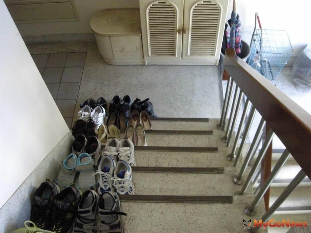 社區住戶走廊樓梯堆雜物妨礙出入,最少罰4萬元(圖/台北市政府)