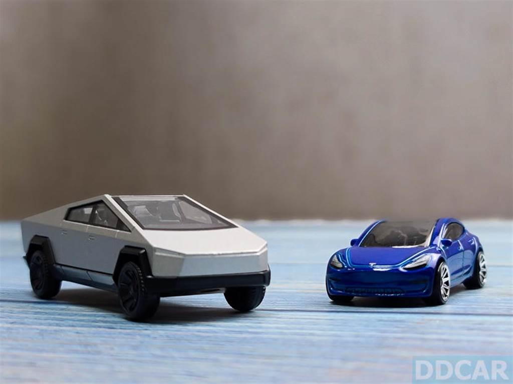大哥和小弟合影。拍完這張,我就真的好想要 Cybertruck 趕快上市,這車真是太銷魂啊~