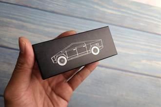 Tesla Cybertruck 1/64 模型車開箱:250 元輕鬆入主科幻卡車,質感超乎預期!