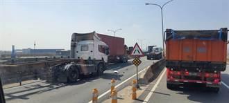 聯結貨櫃車4車連環大追撞 西濱快速道路伸港段全線封閉