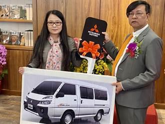 經費拮据兼疫情籠罩 阿寶基金會喜獲三輛交通車