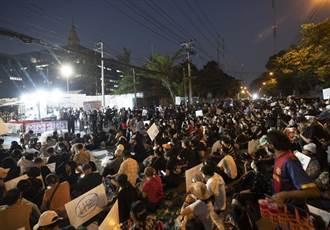 泰國會否決對總理不信任案 上千民眾集結抗議