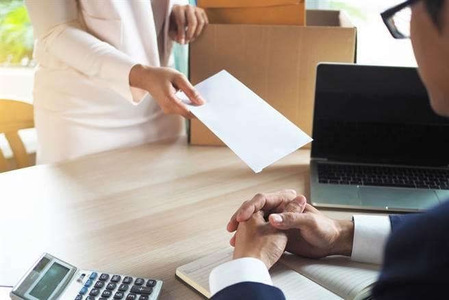 年後爆發離職潮,人資開工大傻眼,第1天就收到3張離職單。(圖/Shutterstock)