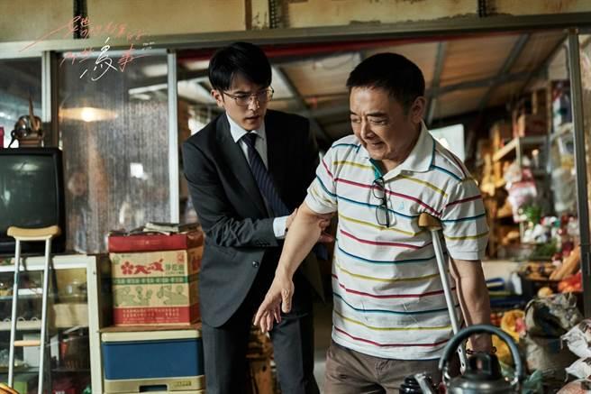 邱澤、小亮哥劇中飾演父子。(可米傳媒提供)