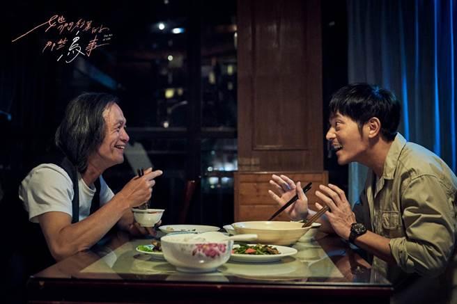 宥勝(右)、金鐘導演林志儒劇中飾演父子。(可米傳媒提供)
