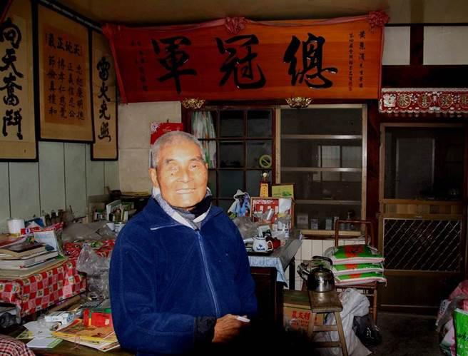 台南後壁無米樂「崑濱伯」黃崑濱前年底臥病在床迄今,20日下午傳出過世消息,享耆壽93歲,據友人轉述,崑濱伯走時面容安詳、家人也隨侍在旁。(資料照片)