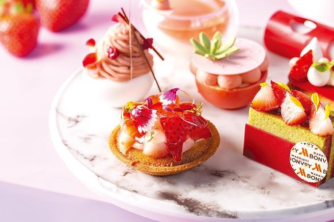台北萬豪酒店Lobby Lounge的〈莓好時光下午茶〉,有各式以當令草莓製作的甜點。圖/業者提供