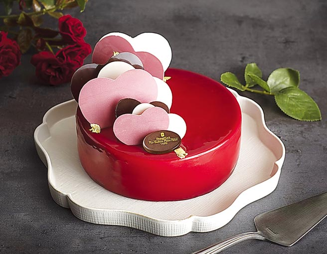 香格里拉台北遠東國際大飯店The Cake Room推出的「無盡之愛」,為草莓巧克力蛋糕,7吋1,580元。圖/業者提供