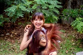 紅毛猩猩雙手襲胸還強吻 露色瞇瞇笑容 正妹尷尬超想逃