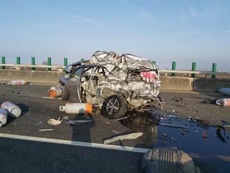 【西濱車禍】影像曝光!直擊20車撞成殘骸剩半截 路過駕駛驚呼:夭壽喔