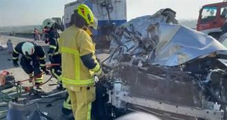 【西濱車禍】現場直擊!多車「擠到變形」消防出動器械搶救