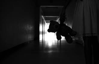 高二男醫院樓梯間被小妹妹送紅線 回神發現所在地傻了
