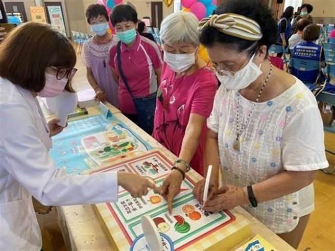 新竹市衛生局特別決定於本周起在3區衛生所將加開「營養門診」。(陳育賢攝)