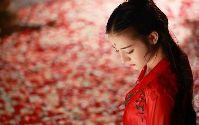 滿族和漢族女子之間,因為習俗不同而有不同的身體特徵。(示意圖/達志影像)