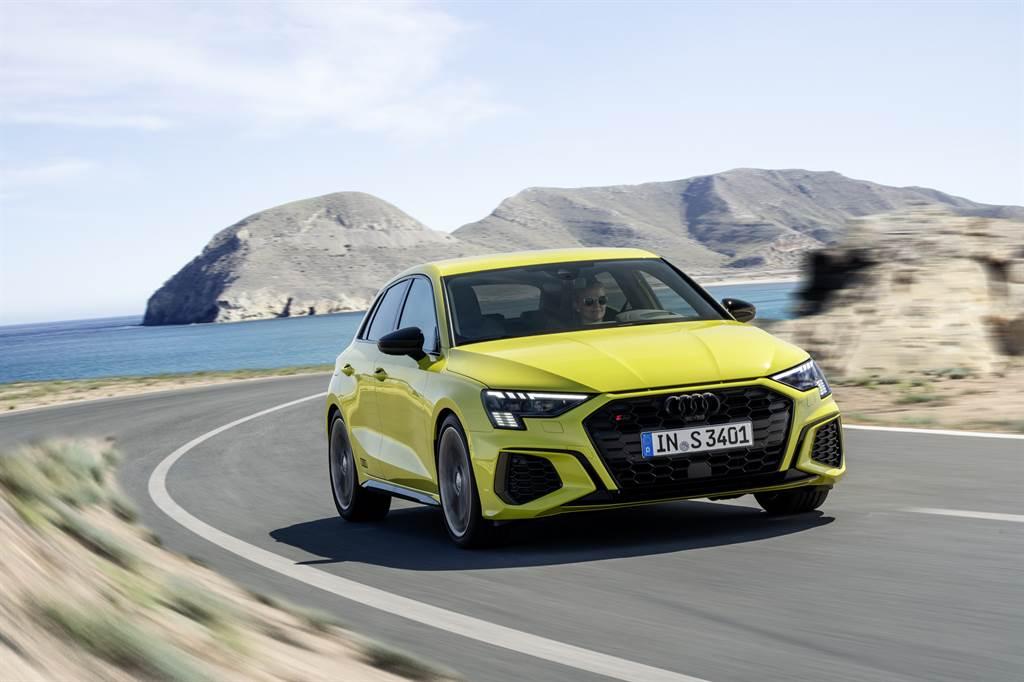 性能版本S3 Sportback同步導入,搭載2.0L TFSI渦輪增壓引擎,擁有310hp最大馬力,原廠測試0-100km/h加速僅需4.8秒。