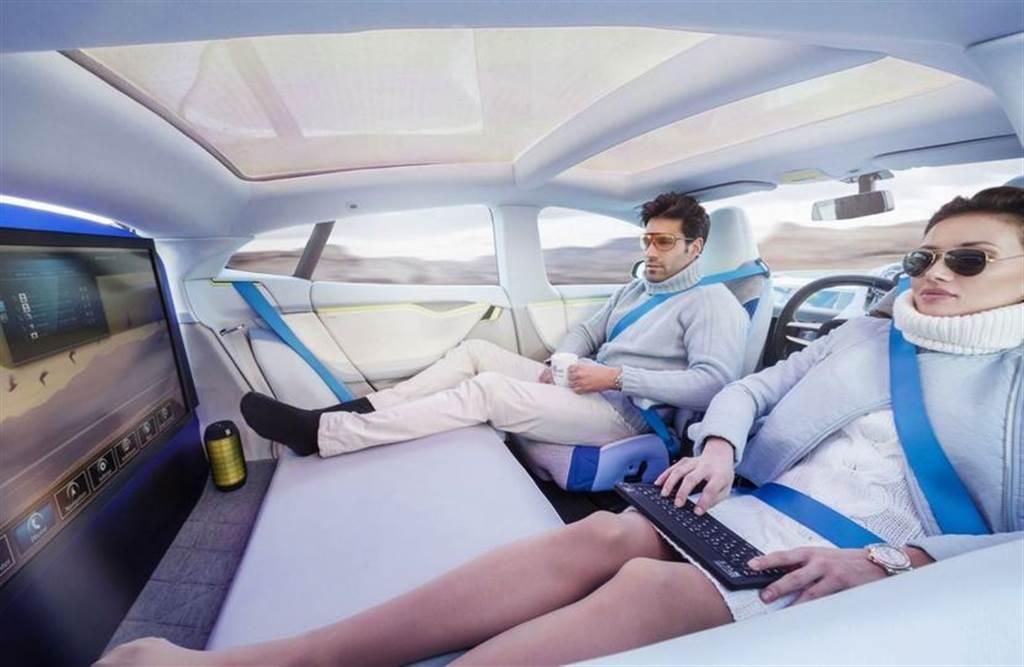 volvo 將透過「聲音」解決自駕車乘客容易暈車的問題