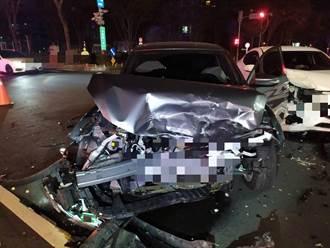 中市西屯區發生轎車對撞 疑未減速車頭毀兩人傷