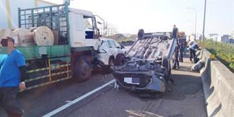國道1號連環追撞回堵2公里 大貨車撞翻轎車後再追撞前車