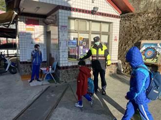 警方開學日護童 呼籲家長接送勿違停