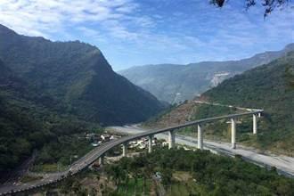 台灣最高橋谷川大橋傳墜橋事件 單車騎士墜99米深山谷亡