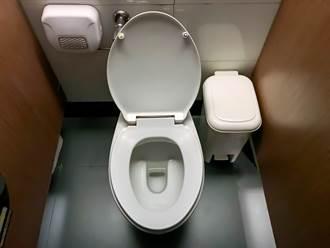 耻度破表!商场惊见「透明厕所」 网吓:上不出来