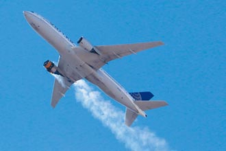 波音777引擎爆炸 丹佛上空驚魂