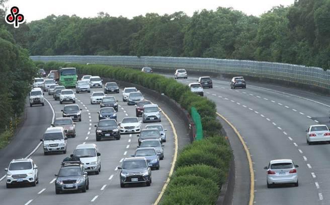 西部國道上午好塞還有車禍 下午注意6處易塞車。(中時資料照)