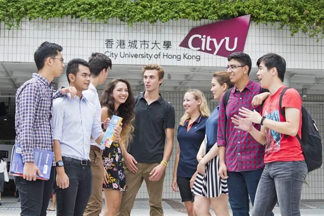 學測成績公布後,符合報考資格的考生若仍未提交網上入學申請者,可於2月26日前完成網上入學申請 (https://www.admo.cityu.edu.hk/apply),並提前預約與招生老師視訊諮詢以確定線上面試安排(https://appoint.ly/s/geo/taipei2021) 。名額有限,考生應盡早預約諮詢。(香港城市大學提供)