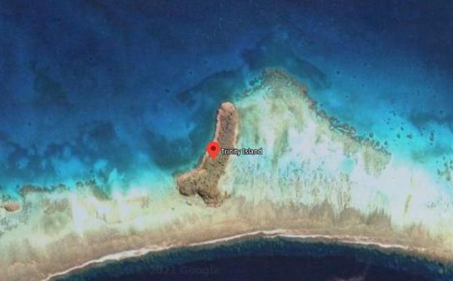 美國一名3寶媽無意間在太平洋發現一個形狀神似男性生殖器的神祕島嶼。(圖翻攝自Google Map)