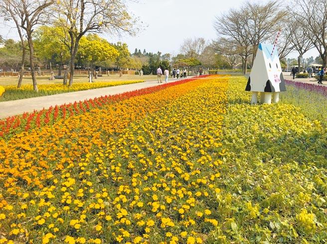 「2021花在彰化」主場地位於廣達21公頃的溪州公園,種植滿滿花卉,百花盛開風光明媚。(彰化縣政府提供/吳敏菁彰化傳真)