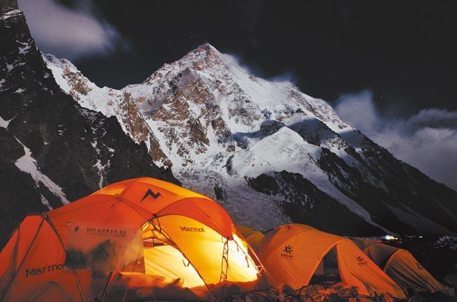 K2像最初的天神,拔起在天地形成的時刻,獨立存在而不曾改變。(陳德政攝/新經典文化提供)