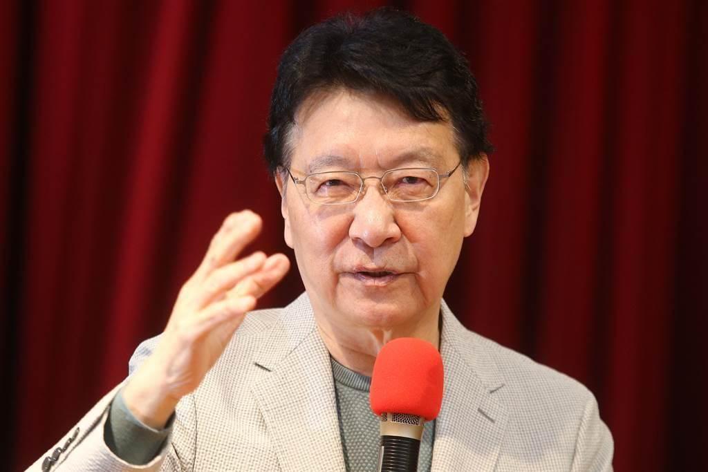中廣董事長趙少康(見圖)23日針對國家憲政體制、不在籍投票以及18歲公民權三大議題召開記者會。(杜宜諳攝)