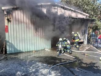 北市社子文具工厂起火 警消扑灭无人受伤