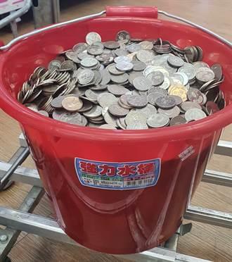 提整桶10元換鈔遭拒 銀行員無奈吐真相:不是故意刁難