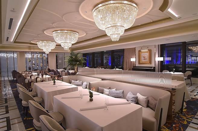 高雄朕豪酒店內〈美享地〉( MAJESTY RESTAURANT )餐廳有104個客席座位,並有4間包廂。(圖/姚舜)