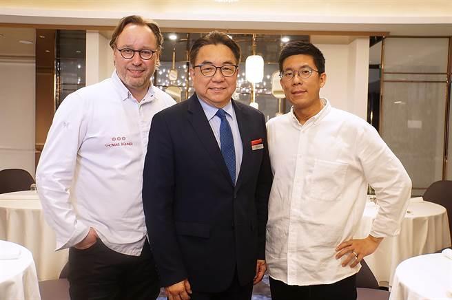 〈MAJEST〉餐廳由德國米其林3星餐廳〈La Vie〉主廚 Thomas Buhner(左)任顧問,並由香港1星餐廳〈EPURE〉前主廚楊展浩(右)駐店,所以朕豪酒店總經理曾維昌(中)說這是「4星餐廳」(圖/姚舜)