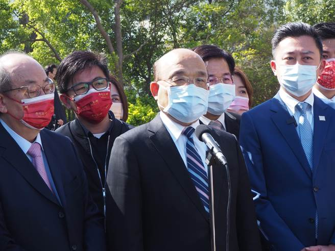 行政院長蘇貞昌(中)今天表示,之所以講武漢肺炎是因為起源於武漢,武漢也是第1個封城,這是有利於辨識而已。(陳育賢攝)