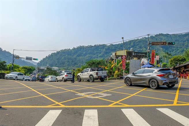 內灣老街及尖石風景區最容易壅塞的地點,在老街前的120線尖石大橋到增昌大橋之間。(羅浚濱攝)