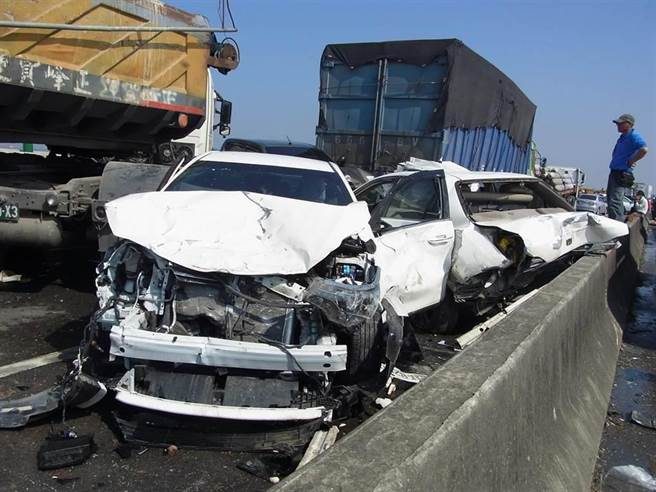 西濱快速公路事故頻仍,日前發生重大追撞釀成2死8傷。(本報資料照)