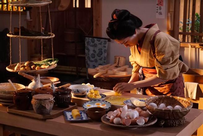 《澪之料理帖》特訓廚藝。(中影提供)