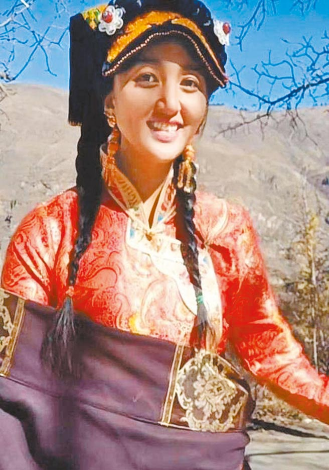 藏族網紅拉姆去年遭前夫燒傷,最後身亡。(取自網路)