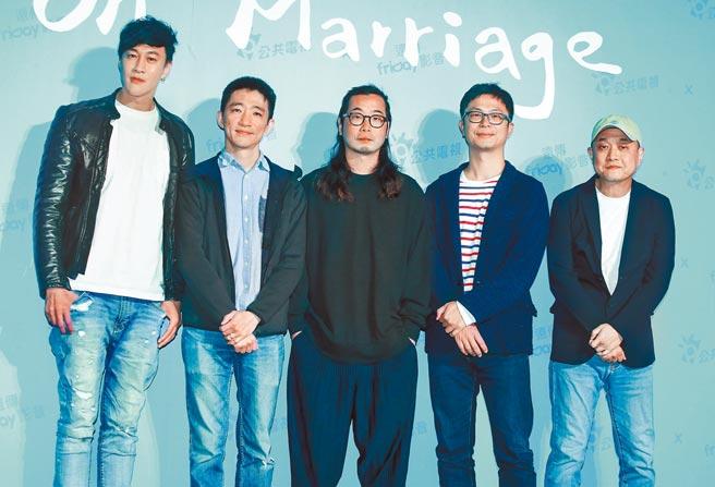 何潤東(左起)、徐漢強、許富翔、高炳權、鄭文堂等五位金獎導演將合作執導公視《你的婚姻不是你的婚姻》劇集。(粘耿豪攝)