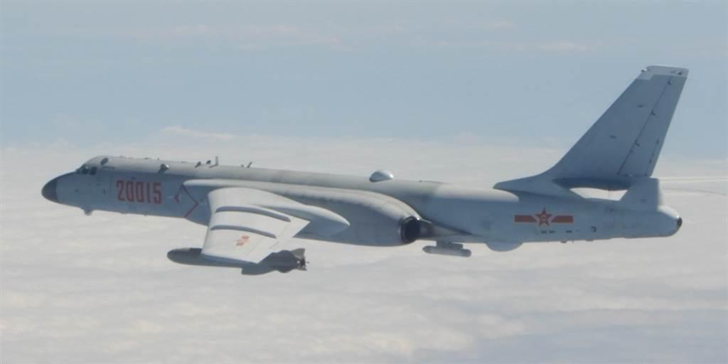 解放軍1月23日出動1架運-8反潛機,8架轟-6K(見圖)與4架殲-16戰機侵擾台灣西南防空識別區(ADIZ)。(國防部提供)