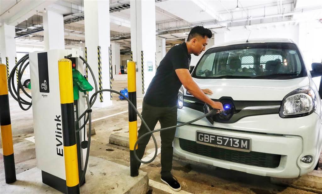 目標翻倍!新加坡高喊 2030 年全國蓋好 6 萬座電動車充電樁