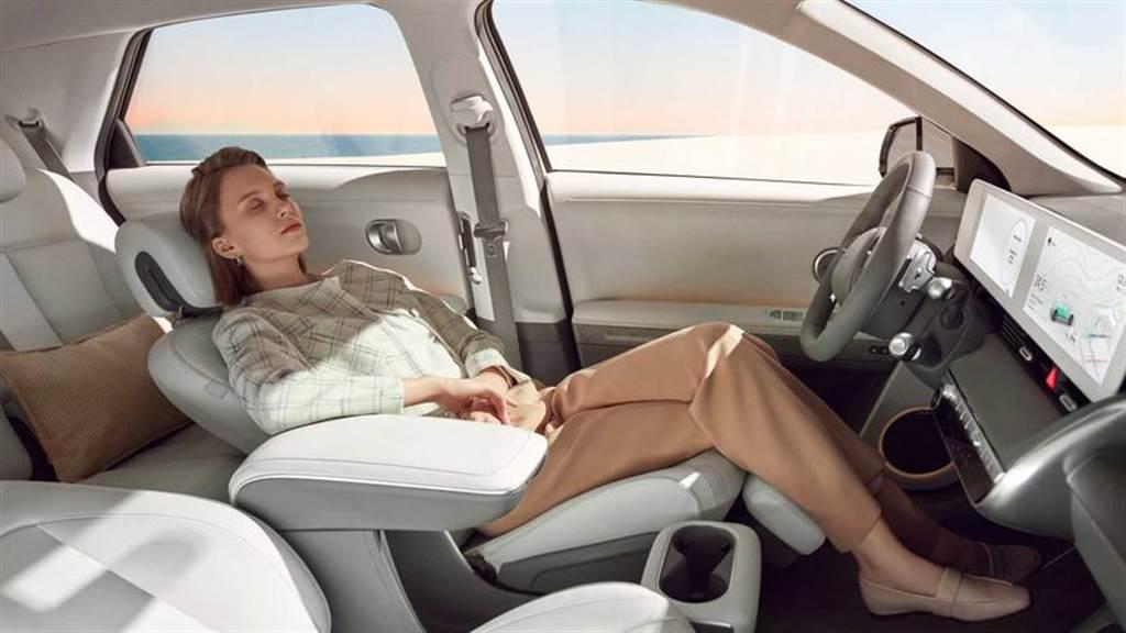 現代 IONIQ 5 電動休旅發表!支援 350kW 快充與太陽能車頂,續航里程上看 480 公里