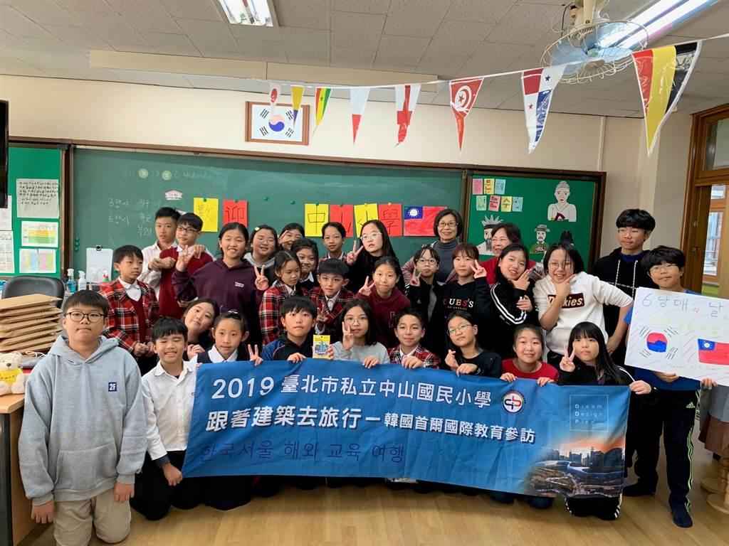 北市私立中山小學過去也曾帶領學生到韓國體驗當地的文化。(北市私立中山小學提供/游念育台北傳真)