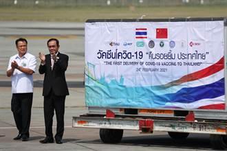 首批中國科興疫苗20萬劑抵泰國 總理機場迎接