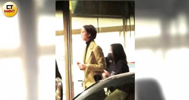 結束電影宣傳行程後,張鈞甯隨即搭車前往南港的電視台。(圖/本刊攝影組)