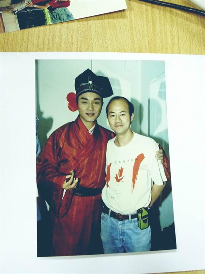 香港朱皮(右)是香港資深記者,但前陣子被Angelababy團隊喊告。(圖/翻攝自香港朱皮微博)