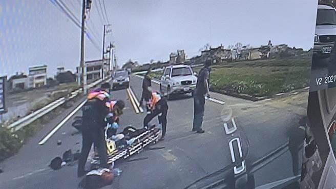 29歲李姓男子騎機車先與另台機車發生擦撞,又被汽車撞擊,導致頭部重創,送醫不治身亡。(翻攝照片/莊旻靜新竹傳真)